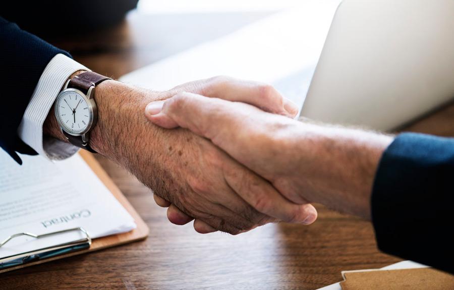 the-pace-company-business-advisory-malta-business-start-up-hand-shake